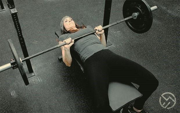 press de banca para triceps cerrado