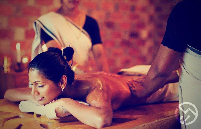 tratamiento con el masaje pizhichil ayurveda