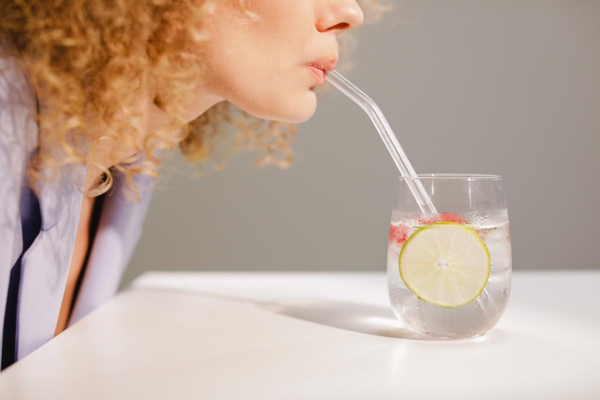 beber agua beneficios