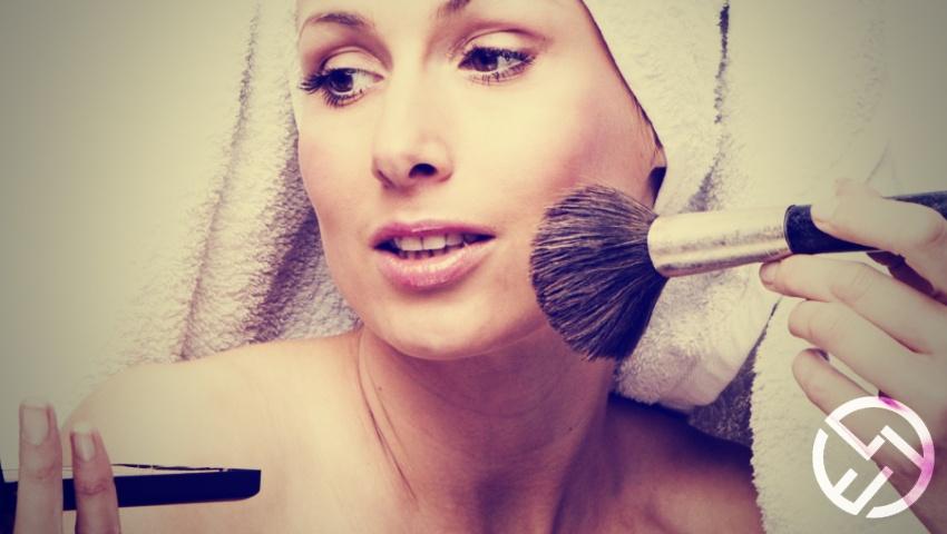 aplicar maquillaje compacto