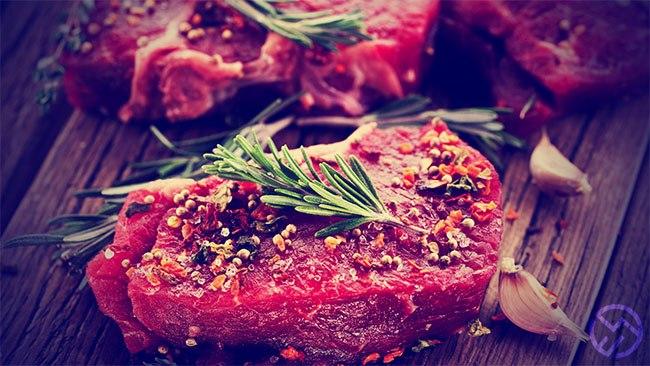 la carne y otros alimentos con proteinas