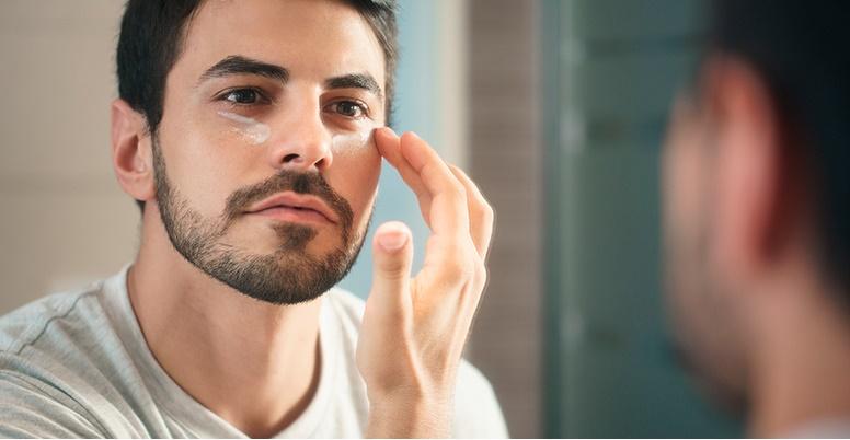 Los mejores contornos de ojos para hombre de fácil absorción